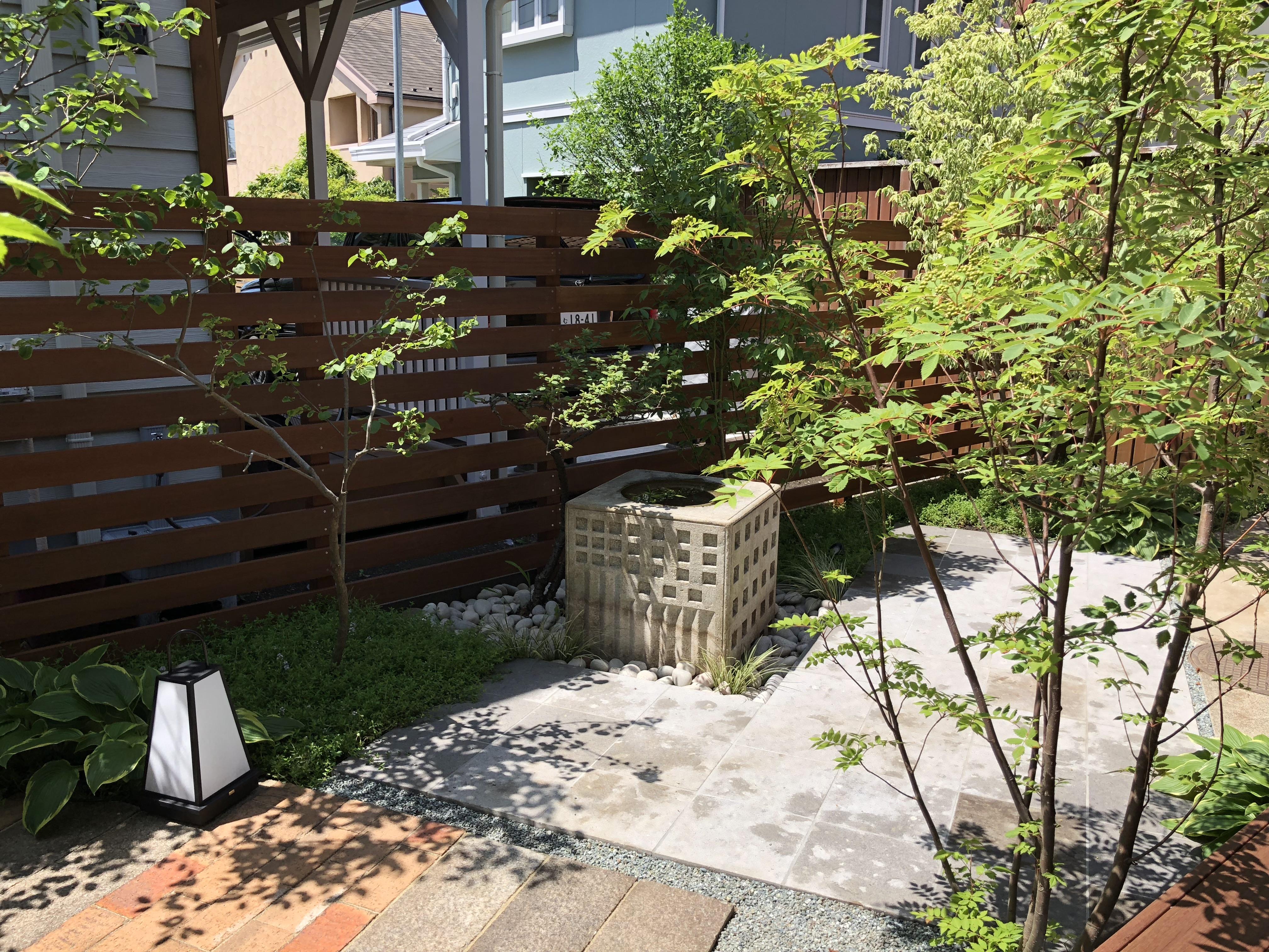 和室から見た庭