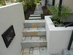 庭への階段