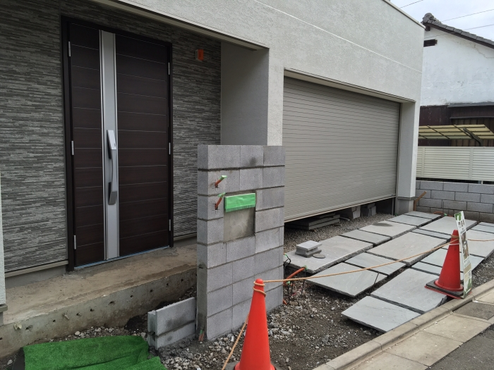 東京都目黒区の新築エクステリア外構工事 門周り 工事中