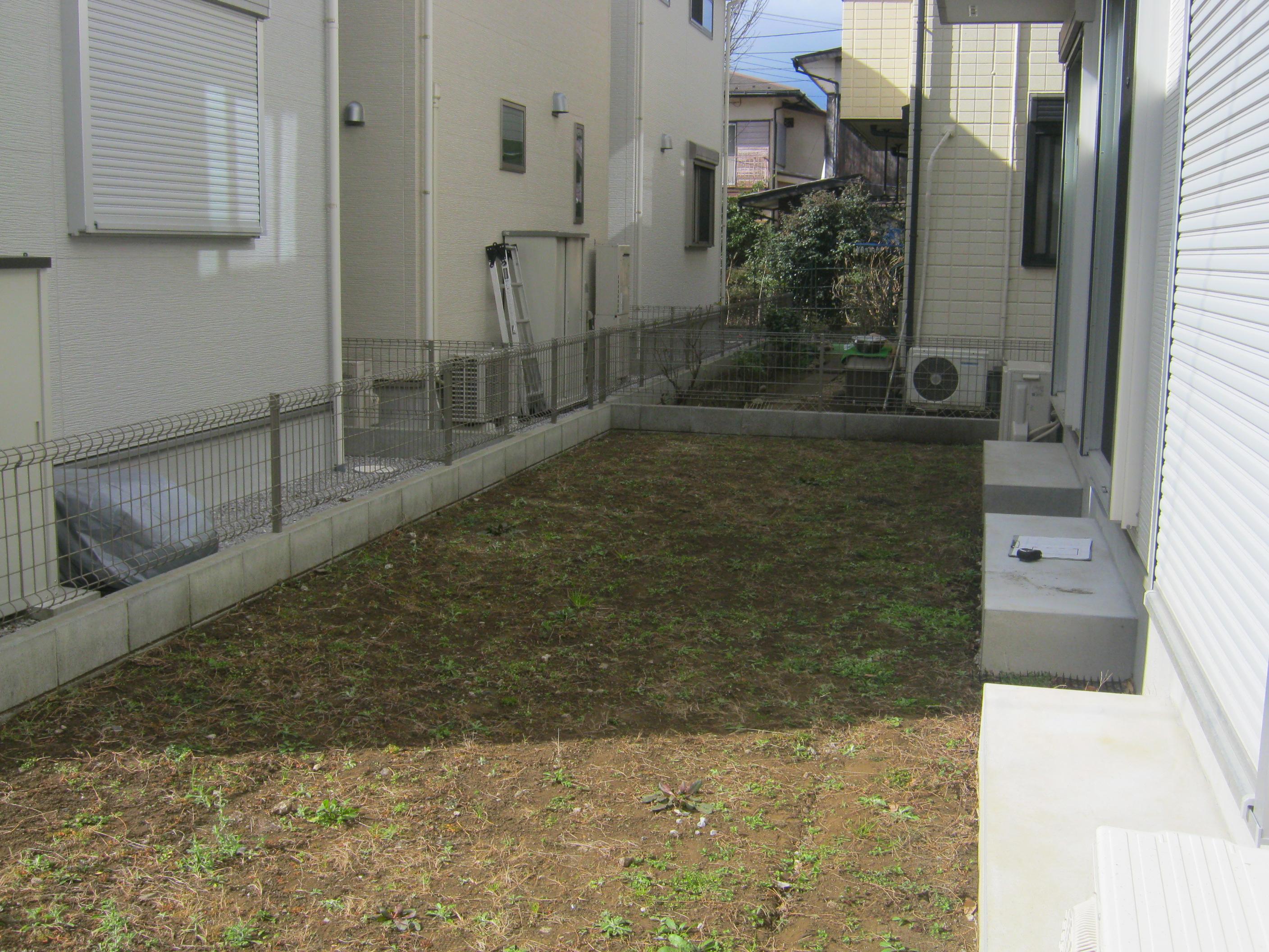 施工前:土のままの状態