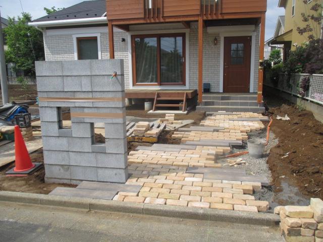 門塀とアプローチ施工中
